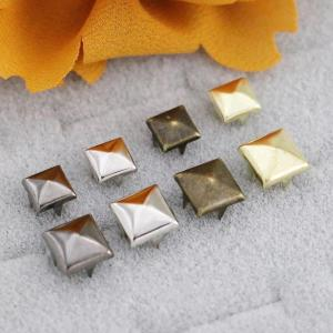 Prong Rivets Square Pyramid